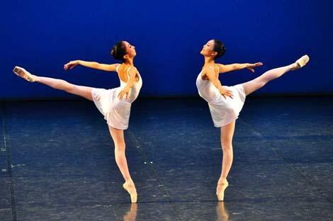 Rieka Suzuki, Yuka Ebihara; HNK u Zagrebu: George Balanchine – Hans van Manen – Derek Deane, Večer tri baleta, Concerto barocco, kor. George Balanchine, foto: © Novković
