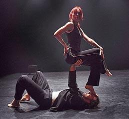 Plesni Teater Ljubljana, Slovenija, Duet 012 (Različitost mišljenja je divna!), kor. Rosana Hribar/Gregor Luštek, foto: Miha Fras