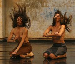 El privilegio de morir / Povlastica smrti, izvodi: Provisional Danza, Španjolska
