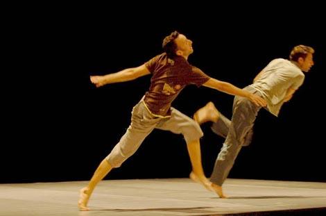 Heroes, koreografija i izvedba: Yossi Berg i Oded Graf