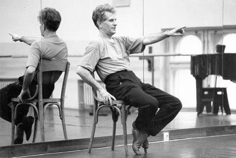 Iv ica Sertić vodi probu baleta Coppelia u Hrvatskom narodnom kazalištu u Zagrebu 1994.