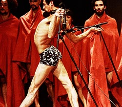 Les Ballets C de la B, Gent, Belgija, Izvan konteksta, za Pinu, koncept i režija Alain PlatelLes Ballets C de la B, Gent, Belgija, Izvan konteksta, za Pinu, koncept i režija Alain Platel