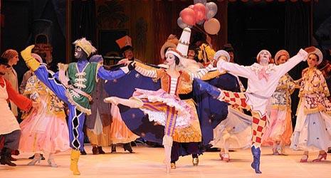 Nacionalni balet Bordeaux: Petruška, glazba Igor Stravinski, kor. Mihail Fokin, foto: Sigrid Colomyès, www.dansomanie.net
