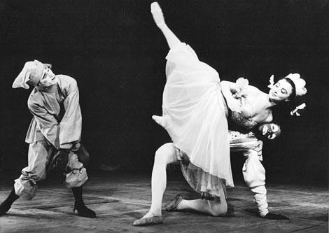 Ivica Sertić (Petruška), Sonja Kastl (Balerina), Zlatko Voženilek (Moor); Hrvatsko narodno kazalište u Zagrebu, Igor Stravinski, Petruška, kor. Octavio Cintolesi, 1956.