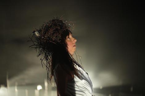 Pod staklenim zvonom, eksperimentalni umjetnički projekt pokreta, zvuka i teksta, autorica: Vesna Mačković, foto: Ana Opalić