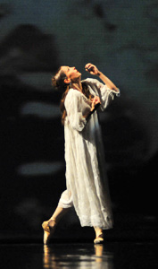 Edina Pličanić (Marguerite Gautier); Balet HNK u Zagrebu: Alexandre Dumas sin – Carl Davis – Derek Deane, Dama s kamelijama, red. i kor. Derek Deane, foto: © Novković